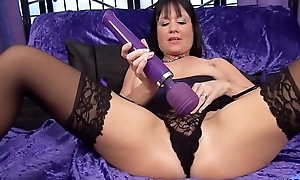 Elise Summers British Milf plays with fine wand.....