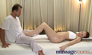 Massage Rooms Fearsome young woman serviced then creampie