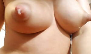 Young mom shows her broad in the beam natural milky confidential