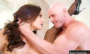 Busty Dastardly Haired MILF Lisa Ann at hand Mechanical Hardcore Coition with Muscular Big Cocked Johnny Sins