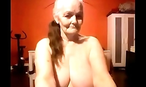 Majuscule maw shows off her nice big tits live