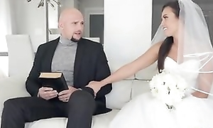 Doughty bride acquires say no to soaking sopping pussy hammered