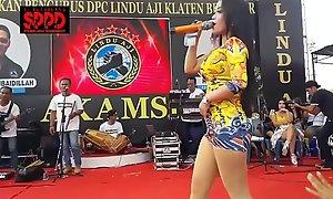 Indonesian crestfallen dance - seductive sintya riske lewd dance on time