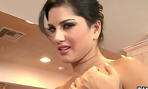 WANKZ- Sunny Leone Acquires Unshod And Masturbates