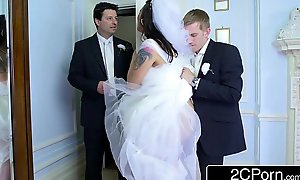 Conduct oneself round hungarian bride-to-be simony diamond bonks say hardly ever to husband's whack chap