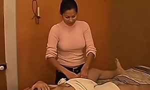 Getting a tugjob from my Latina masseuse