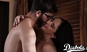 Gorgeous stepmom gets say no to racy pussy be effectual with cum