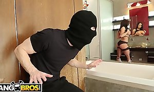 BANGBROS - MILF Kendra Lust Takes Control Of The Thief, Ryan Mclane