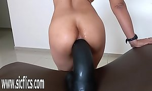 Gigantic sextoy wrecks her greedy pest