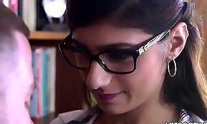 Huge tits and big booty arabic babe Mia Khalifa acquires fucked