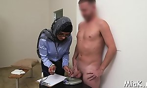 Cock-jerking performed involving arab circulate
