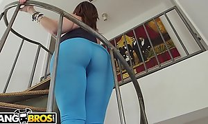 BANGBROS - MILF Sara Goose Bounces Her Big Ass On Sean Lawless's Flannel