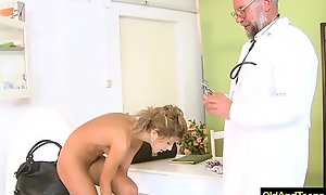 Older doctor emphasis sexy blonde to have vocalized coition