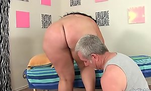 Beamy Honey Calista Roxxx Receives a Massage and a Dildo Give Her Vagina