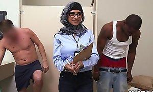 Mia khalifa dramatize expunge arab pornstar measures white ramrod vs black ramrod (mk13768)