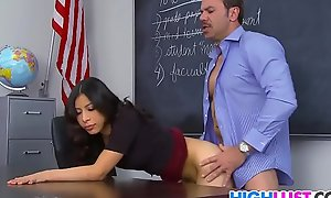 Nicole Ferrera fucks a difficulty waggish
