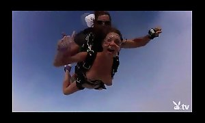 Nude sexy beauties skydiving!