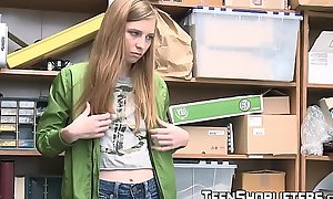 Cute teen Ava Parker pays chum around with reference to annoy muff expense be fitting of stealing