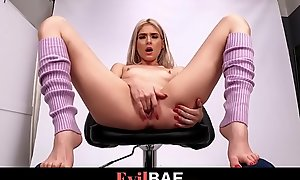 Blondie Snug Teen Jessie Saint Needs Fat Cock Foreigner Her Photographer - Potent Scene At Evilbae.com