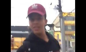 Novinho safado se exibindo na porta da escola