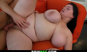 His fat girlfriend gives titjob before mating