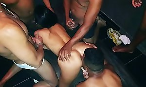 A Milf Casada Dany Hawt Faz um mega Gangbang em casa e fode com 7 Machos - Ksal Hawt - Video Completo no Xvideos Red-hot