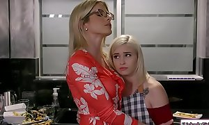 Teen babe asslicked by dyke stepmom