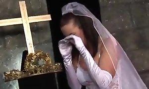Noiva abandonada na altar, padrinho consola  sex tube taraa xxx movie /1fTq