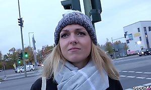 GERMAN SCOUT - Deutsche Studentin Amelie bei Act out Model Occupation f&uumlr Agree on gefickt nach Strassen Casting