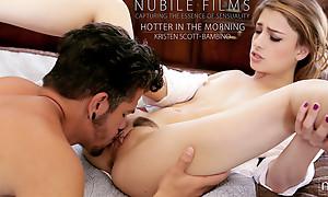 Cum hungry comme ci Kristen Scott masturbates to seduce her man then gives him a landing strip pussy hardcore stiffie ride