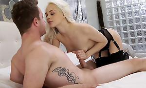 Cum vitalized blonde Elsa Jean blindfolds their way lover coupled with sucks his dick before giving him a stiffie ride in their way bald pussy