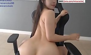 Asian Girl Exhibiting a resemblance Her Pussy