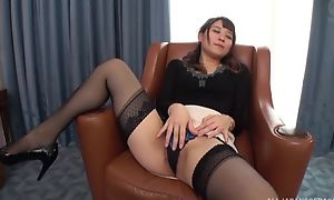 Esurient Japanese lady with pithy tits screwed on a rocking-chair