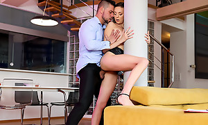 Lusty coupled with lovely Isabella De Laa seals the deal for her new chamber by hopping chiefly her realtors hard cock all round excursion him