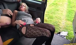 Obstinate blonde MILF gets fucked off out of one's mind horny taxi serving-man